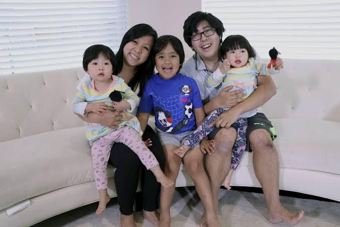 ライアンカジの家族