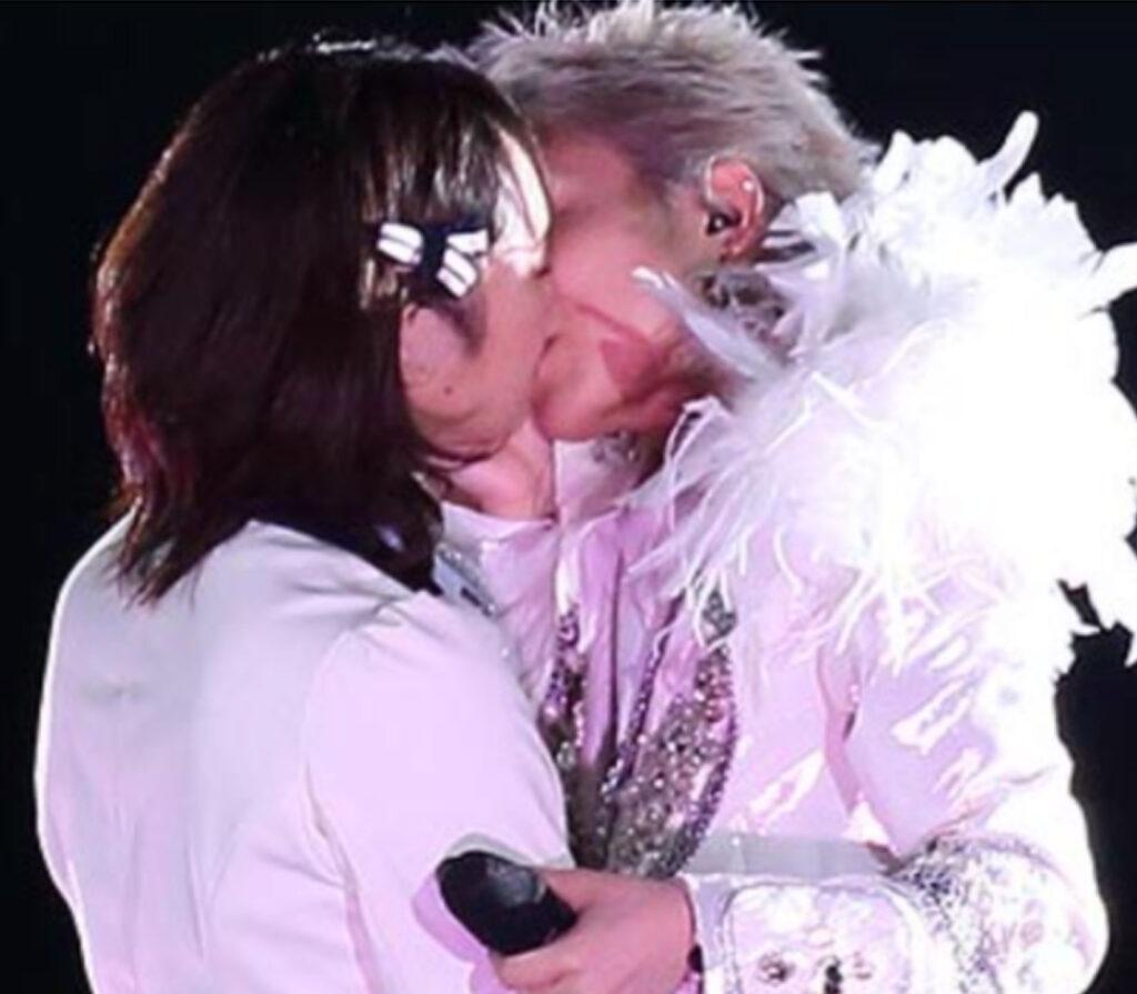 木下百花と三田麻央のキス
