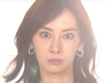 北川景子の鼻筋が曲がっている